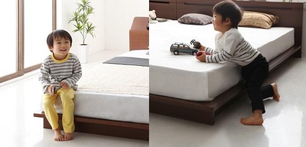 低いベッドと子供
